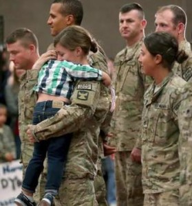 Mom soldier welcome home2